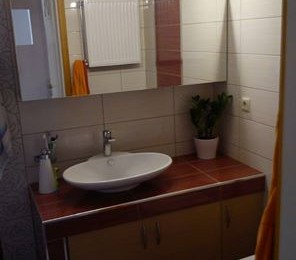 έπιπλο μπάνιου κτιστο