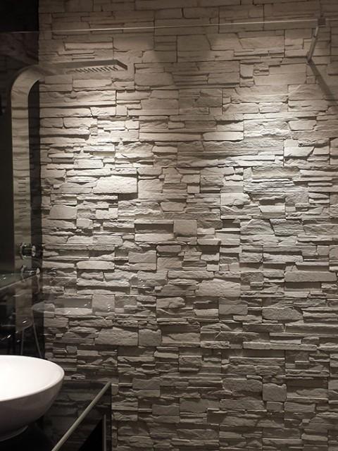 Μπάνιο με Επένδυση Πέτρας