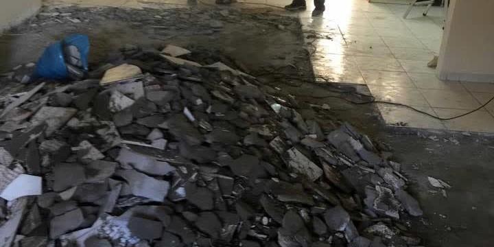 Τοποθέτηση πλακιδίων σε οικία στο Κερατσίνι