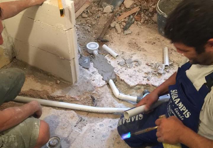 Ανακαίνιση μπάνιου στη Νέα Μάκρη και αντικατάσταση υδραυλικών New Home Constructions