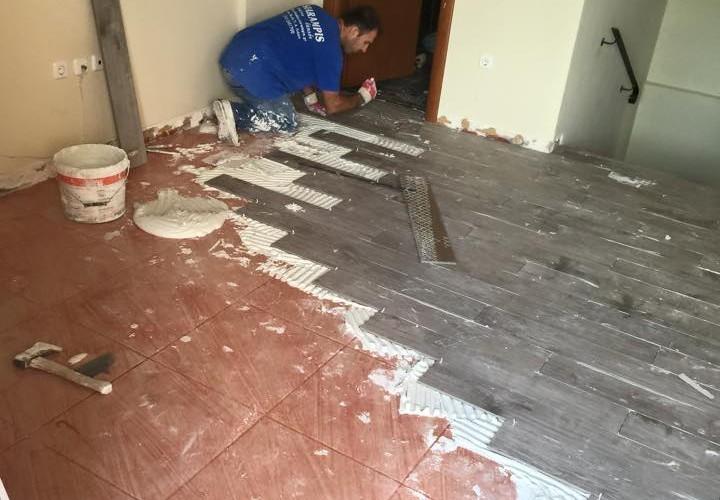Τοποθετήσεις πλακιδίων πάνω σε πλακάκι σε μεζονέτα στο Μενίδι - Αχαρναί, New Home Constructions