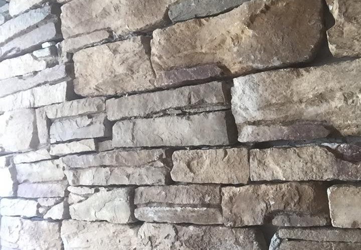 Τοποθέτηση πέτρας στο Καματερό από την New Home Constructions