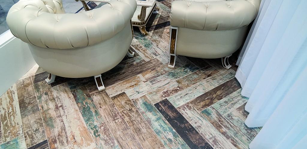 Μία σειρά πλακιδίων ξύλου κατάλληλη για ανακαινίσεις